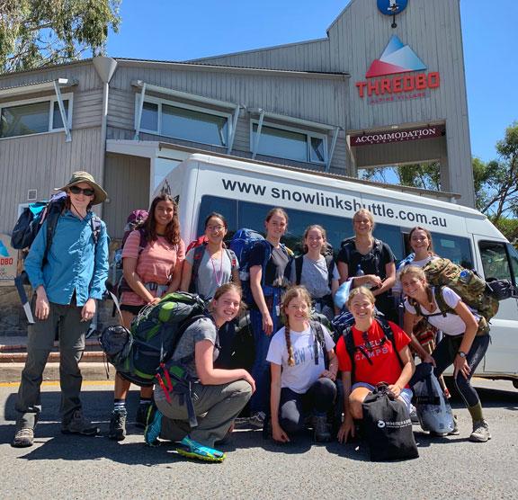 jindabyne to Thredbo shuttle bus Accomodation tour group